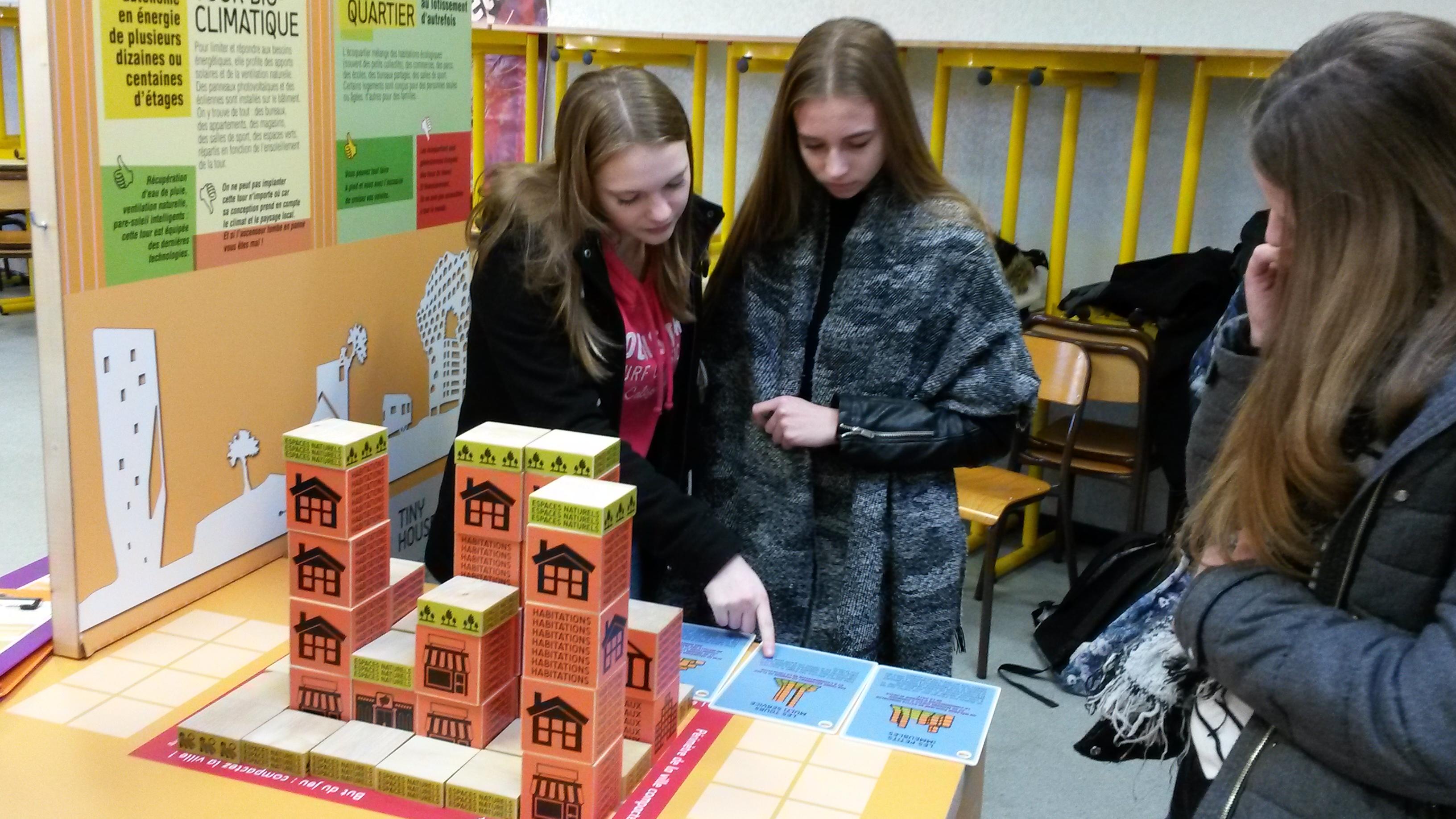 Les élèves du lycée Jean Rostand de Caen découvre l'exposition