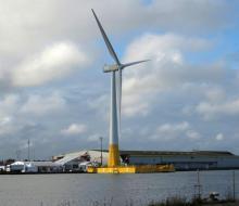 L'éolienne Floatgen dans les bassins de Saint-Nazaire (© MER ET MARINE)